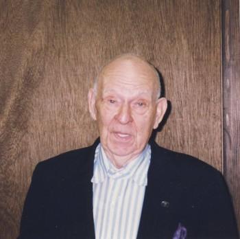 Artur W. Dake na początku 2000 roku.