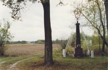 Krajobraz sentymentalny; Kapliczka na rozstaju dróg w Ciepielinie.
