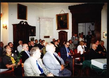 Konferencja w Kórniku w 2002 roku po środku Nathan Divinsky